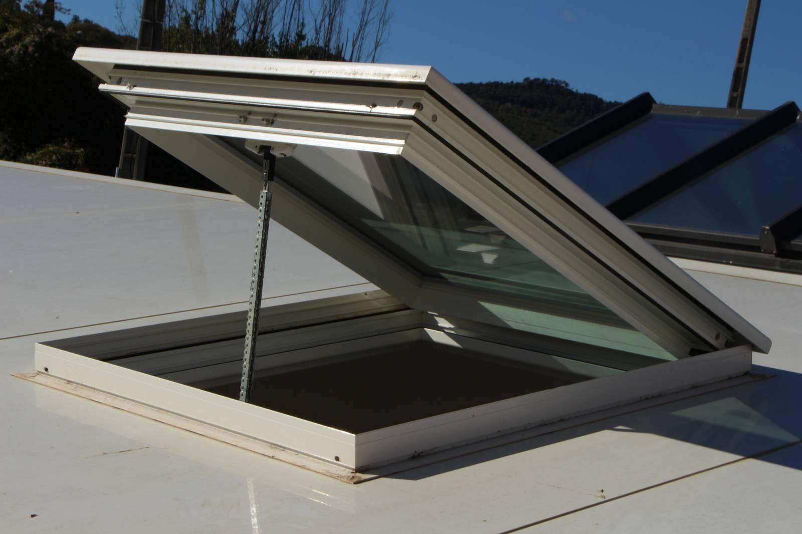 Fabricant Et Distributeur De Fenêtre De Toit En Aluminium Pour