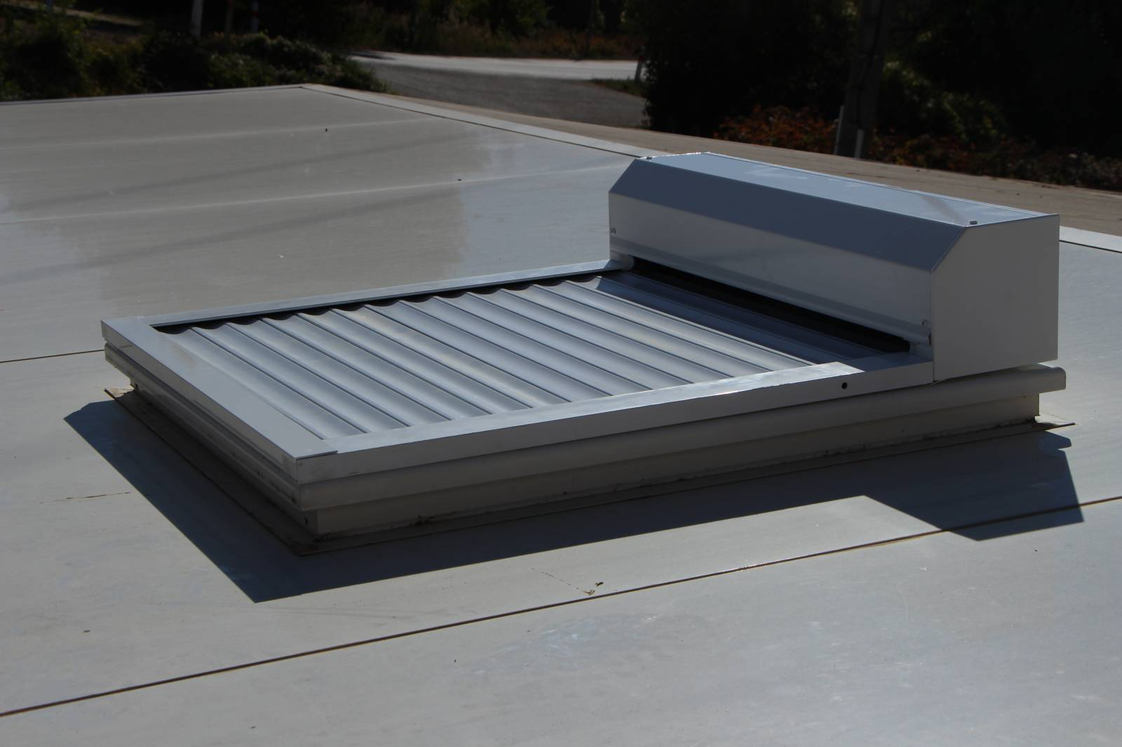 Fournisseur De Fenêtre De Toit En Aluminium Avec Volet Roulant Nice